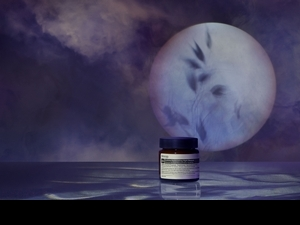 Aesop第一款能敷著睡覺的「夜間深層滋養面膜」,滿滿維他命多種好料,解救妳的疲憊缺水肌膚