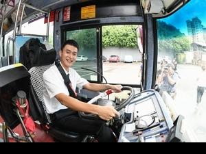 劉冠廷拎水壺回味開公車! 突熄火趕忙解釋「這很正常啦」