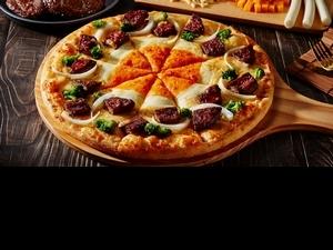 達美樂「黃金和牛漢堡排披薩」澳洲和牛+雙起司太罪惡!網友盛讚好吃到停不下來