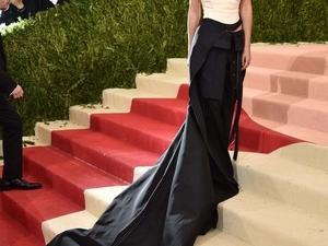 贏的漂亮!艾瑪華森Met Gala帥氣戰袍竟是二手回收貨