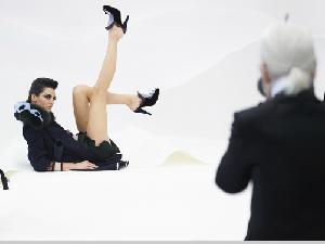 Karl Lagerfeld掌鏡;Kendall Jenner演繹 FENDI秋冬廣告大片閃耀登場!