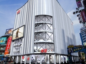 期待逛到腳軟!H&M 全亞洲最大旗艦店就在台北西門町