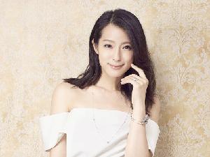 今天是妍后!賴雅妍為PANDORA蛻變華麗復古女伶