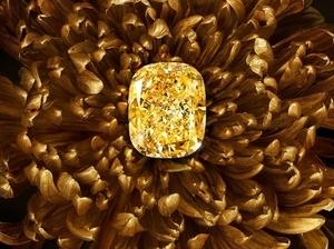 格拉夫珠寶《珍稀臻品高級珠寶展》 132克拉濃彩黃鑽豔驚四座