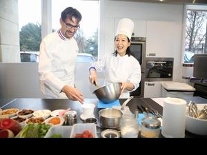 劉若英重返巴黎回憶多 忙裡偷閒向名廚拜師