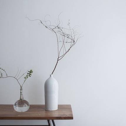 如花般綻放的初春,小器藝廊〈花與器皿企劃展〉
