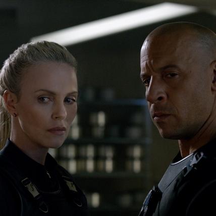《玩命關頭8》戰力全面升級 莎莉賽隆色誘馮迪索犯罪