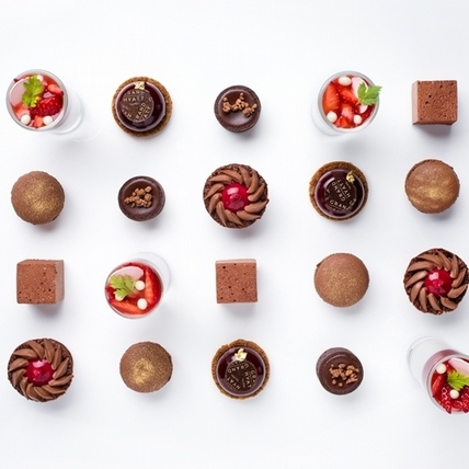 白色情人節甜蜜獻禮,訂製字母馬卡龍與巧克力下午茶新品登場
