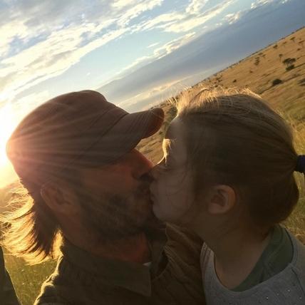 貝克漢歡慶42歲誕生日 被家人寵愛包圍直呼好幸福  帥臉好膚質也再次引起眾人討論