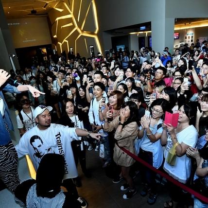 《吃吃的愛》全台破5000萬   「康熙」南下謝票嗨翻粉絲