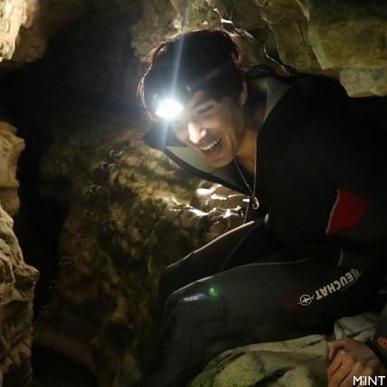 錦榮探索紐西蘭洞穴險失足 魔戒窟險境求生受封「錦大膽」