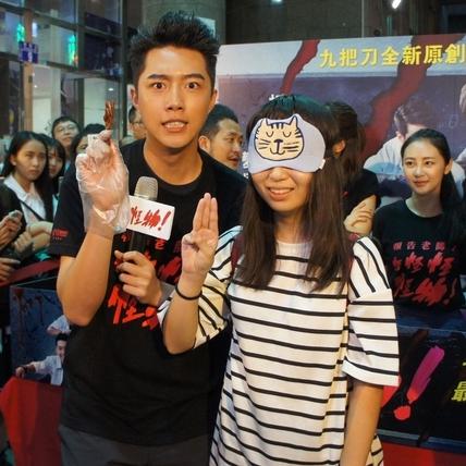 「雨神」蔡凡熙發威 台中濕身餵粉絲雞爪