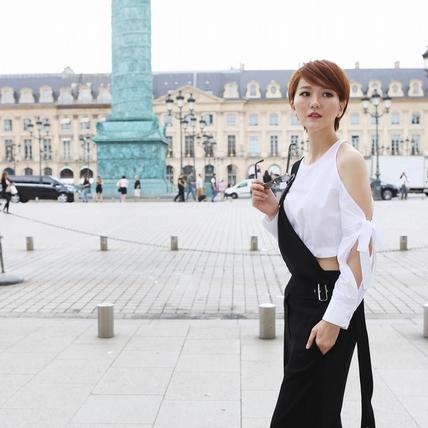 蔡淳佳披華服踩場巴黎時裝周 9頭身黃金比例吸外媒關注
