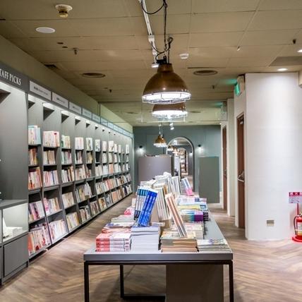 中山地下書街變身全台最長「誠品R79」,200座書櫃讓你逛不完