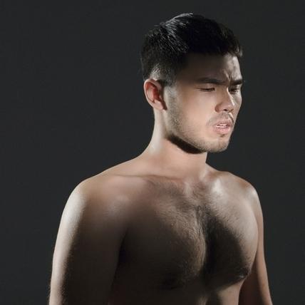 林欣甫扒衣秀C罩杯「熊奶」 拒剃毛原因令人噴飯
