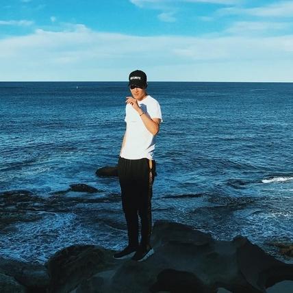 周興哲開唱賣光光下海解放 歌迷:可以當你的潛水衣嗎?