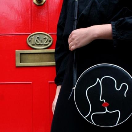 在家吹冷氣就能網購!紅唇品牌Lulu Guinness官網正式上線 手指動一動輕鬆搶買最新包款