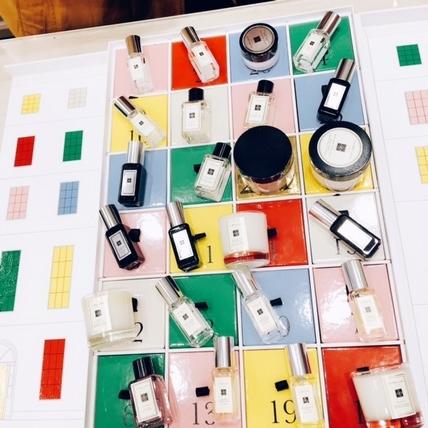 Jo Malone London聖誕限量香氛倒數月曆,色彩線條全新包裝,可愛指數爆表,包準讓你荷包大失血啊