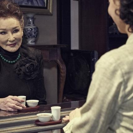 陳莎莉睽違38年再拍電影 豪氣借千萬玉鐲當道具