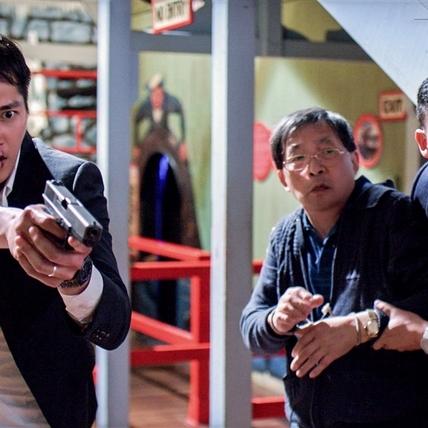 藍正龍澳洲槍戰英文卡關 妻女跨國探班享天倫