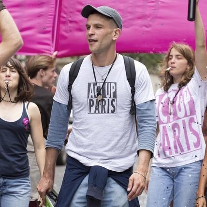 從按摩師登上坎城紅毯 法國男神靠《BPM》翻身