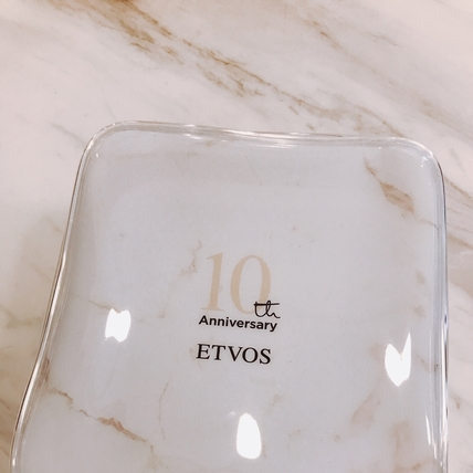 日系純礦物美妝品牌ETVOS 推出只送不賣的絕美大理石紋化妝包