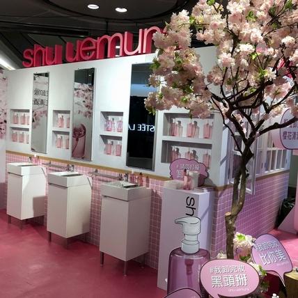 植村秀邀請你一起揪姐妹到櫻花樹下 感受櫻花萃釀淨透潔顏油的粉紅卸妝新勢力