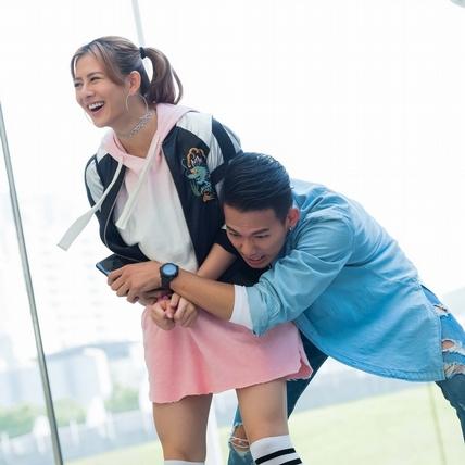 吳念軒熊抱姚亦晴 甜撩「讓我當你的OK蹦」