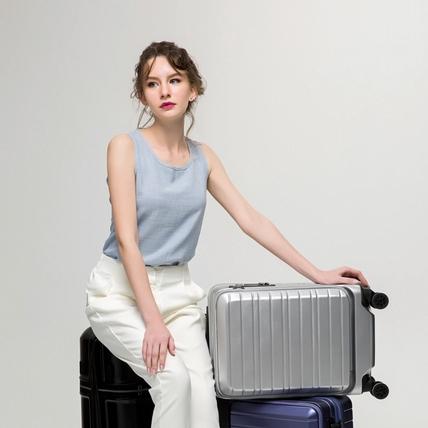 女孩在外翻找行李箱這樣不時尚!Montagut多功能夾層、飲料架讓整趟旅行超優雅