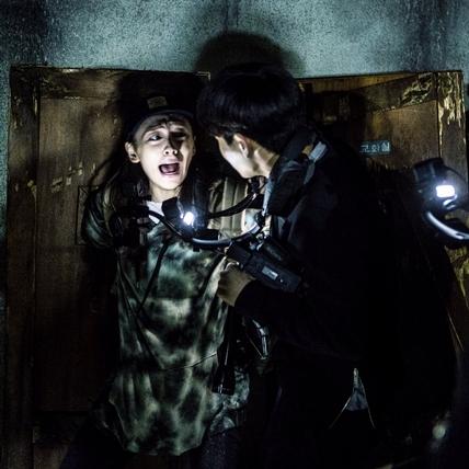 薄荷仔推推/《鬼病院:靈異直播》摧毀人類意志力的驚嚇體驗