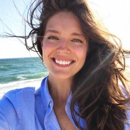 天使超模埃米莉․迪多納托 (Emily DiDonato),就是這樣保養出好膚況,學起來就對了