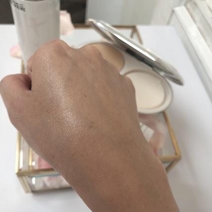 時裝週模特兒們都跪求一用的亮膚神器:M.A.C超顯白防護飾底乳,肌膚立刻內建夏日柔霧玫瑰粉濾鏡