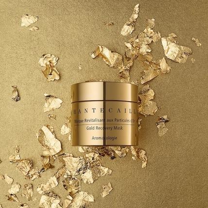 有24K黃金奈米,尖下巴、小V臉通通都能滾出來,用香緹卡 『極緻純金賦活面膜』在家也能享受黃金抗老的威力!