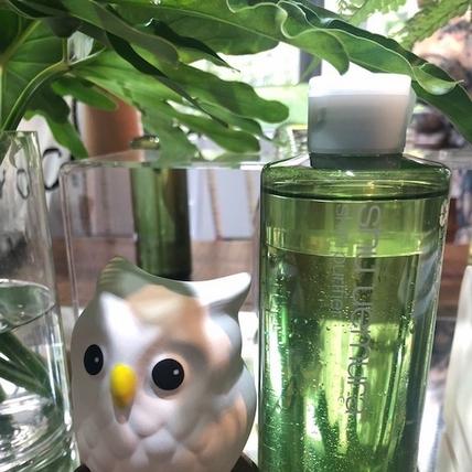 卸妝油大王也推卸妝水了!植村秀『植物精萃雙效卸妝水』卸完妝臉就變亮實在好神奇!