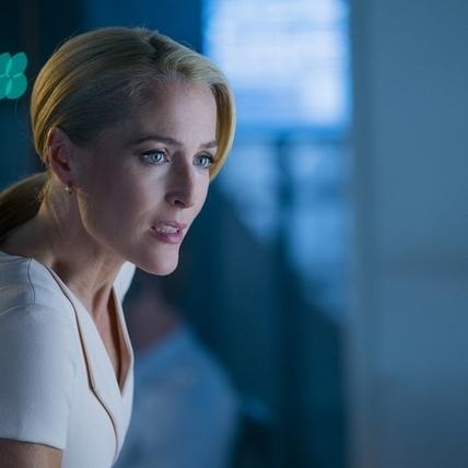 《X檔案》女主角扮火辣主管 凱特麥金儂曬舊照示愛