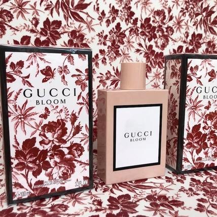 這麼夢幻的粉紅陶瓷瓶身太迷人!GUCCI BLOOM讓你可以隨身攜帶一座花園和草原的香味