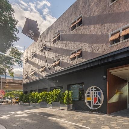歷史建築混搭在地特色,老倉庫變身設計潮旅宿