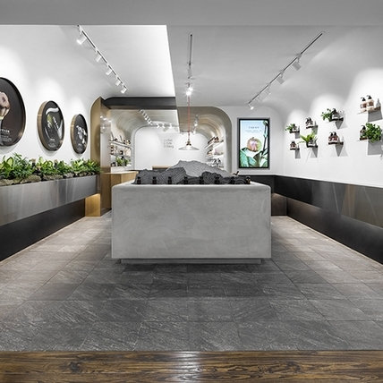 觀光客最愛的一條街再加在地味,台灣品牌茶籽堂不只賣產品,還結合影像、裝置藝術與職人工藝