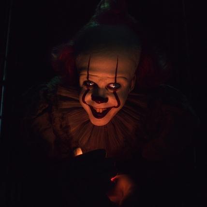 《牠 第二章》首支預告出爐! 邪惡小丑詭譎挖眼超毛
