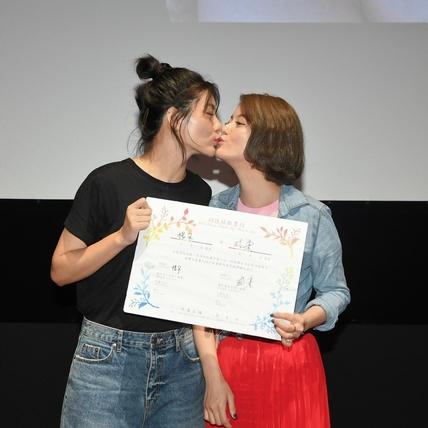 《刺青》12周年放映慶同婚!  小蠻、王樂妍一見面就忘情互吻