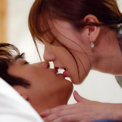 郭雪芙被攻陷了!激吻回應劉以豪的愛