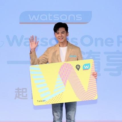 李國毅幫女友買衛生棉「稀鬆平常」 集點殺價對獎男神超節儉