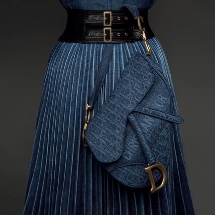 Dior馬鞍包再添新復古丹寧新作,CD金屬字母上肩時髦精們全都不淡定了