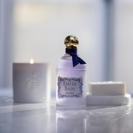 冬季的浴室時光也太療癒了,嬌蘭的沐浴香水跟香奈兒首度推出的香氛精油,淡雅不失存在感的味道真的好舒心