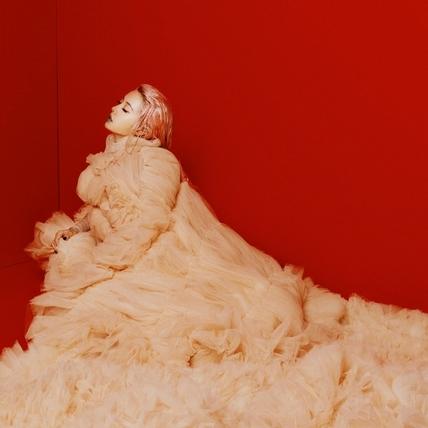 蔡依林化身暗黑版Elsa 宣布明年5月高雄開唱