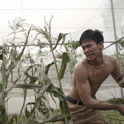 吳念軒《菠蘿蜜》裸身砍玉米! 和導演掏心大聊噴男兒淚