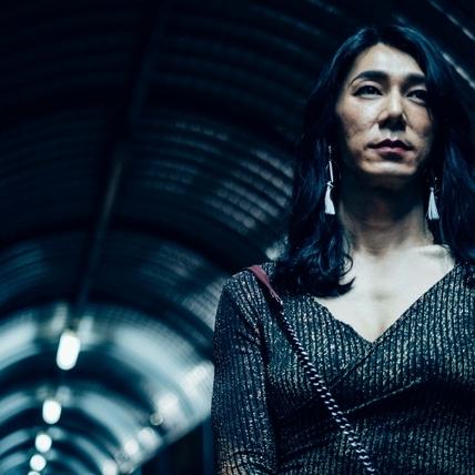 李李仁扮變性人前進大阪亞洲電影節!  低胸濃妝演「Miss Andy 」迷翻林心如