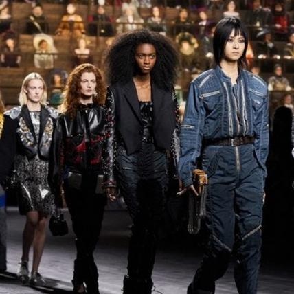 Louis Vuitton羅浮宮上演橫跨五百年的磅礡大秀