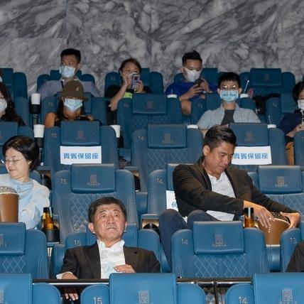 陳時中帶頭安心看電影! 宣導戲院防疫5守則