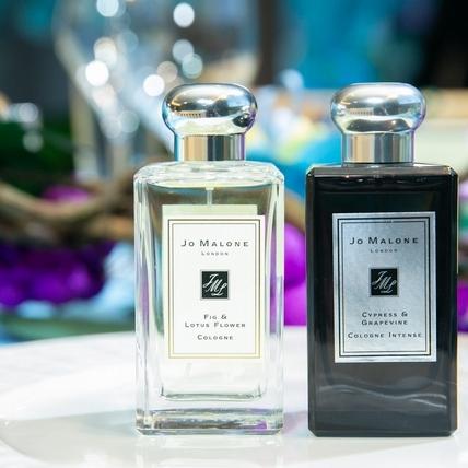 Jo Malone London 2020年度新香!「仙境花園夢遊奇遇系列」,黑色大膽白色清甜,單擦迷人芬芳,兩款揉和後更讓人一聞就愛上
